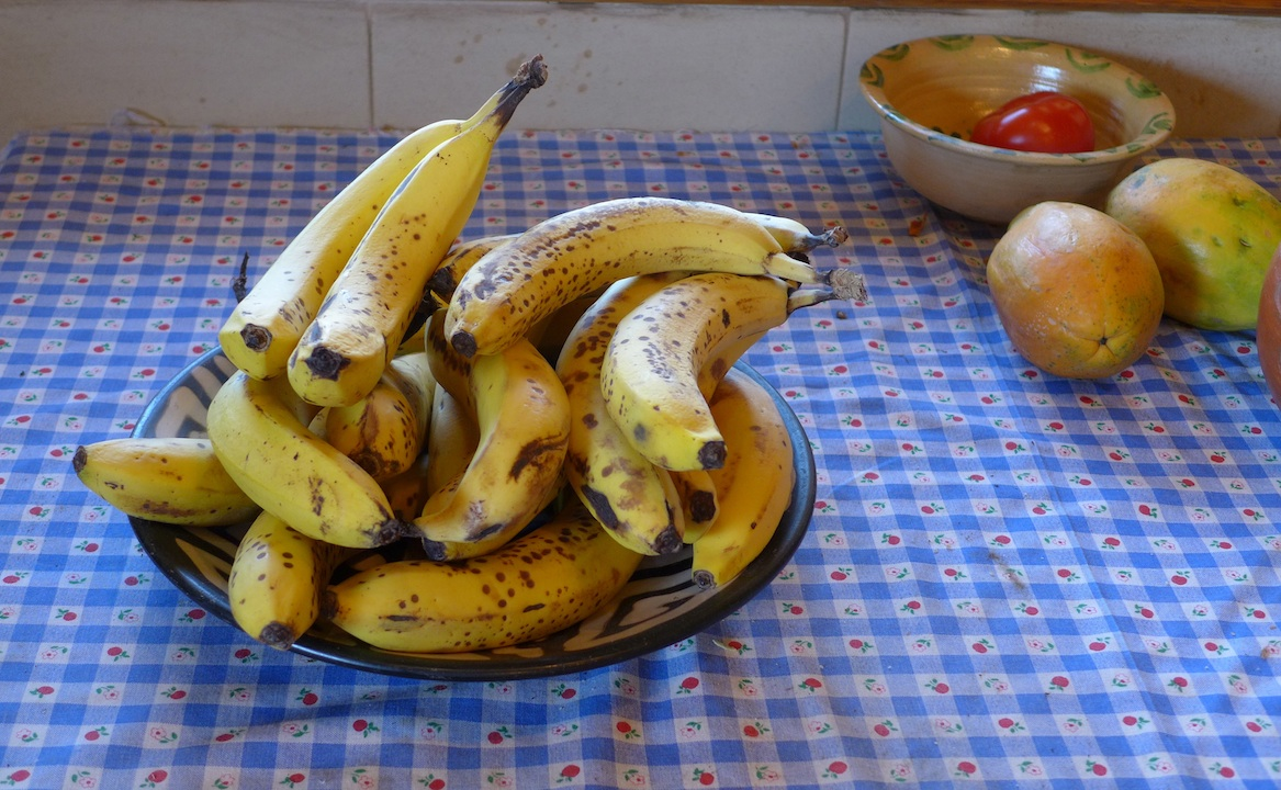 plate of bananas
