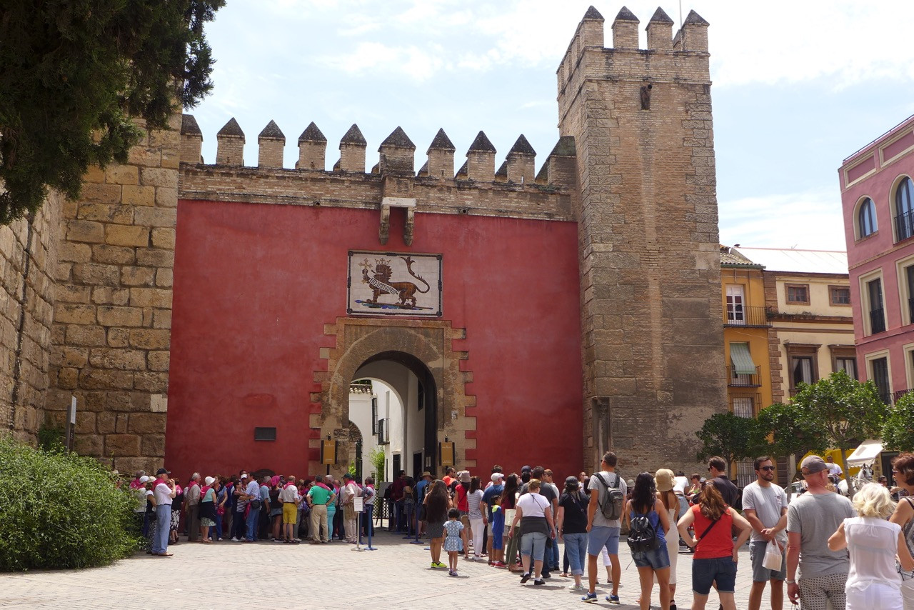 crowds alcazar 2